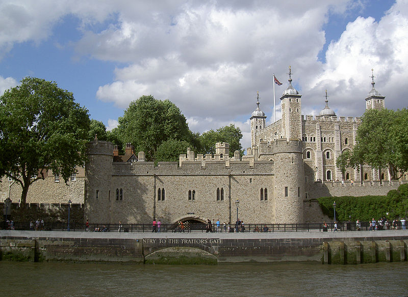 800px-Tower_Of_London_Traitors'_Gate_Seen_From_The_River